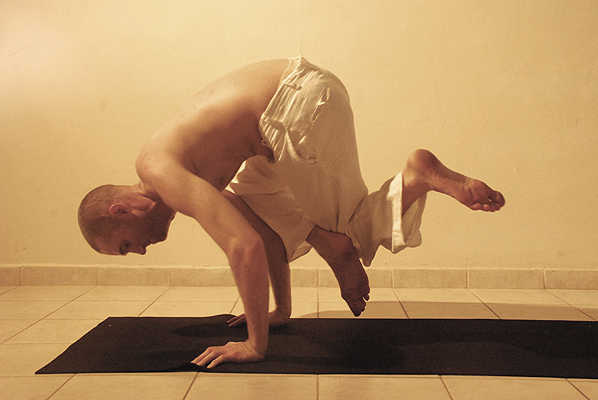 03-michael-ducharme-power-yoga-asana-side-hand-balance