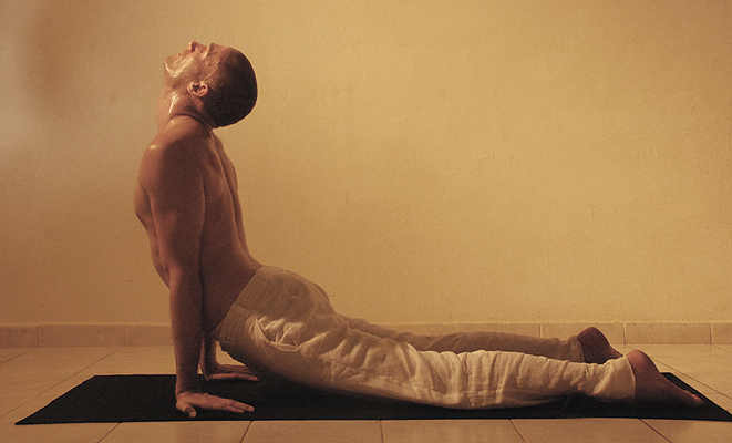 04-michael-ducharme-power-yoga-asana-cobra